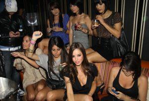 красивые девушки в клубе