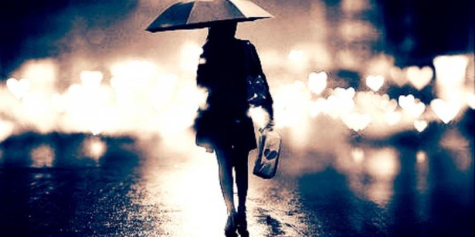девушка уходит после расставания