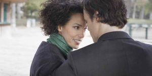 мужчина и женщина доверяют друг другу