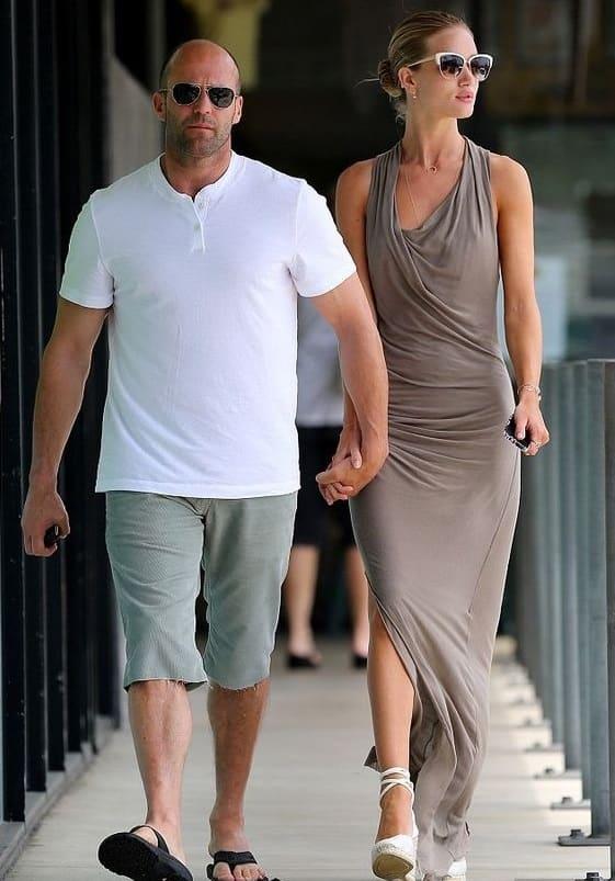 Влюбленная пара: девушка выше парня