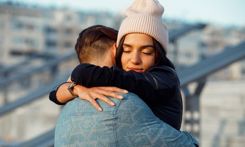 Влюбленная пара в хорошем настроении